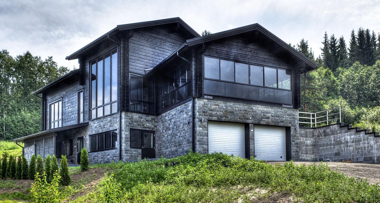 Sisustuskivi White Valley 300 x 150 mm verhoilukivenä talon ulkoverhoilussa